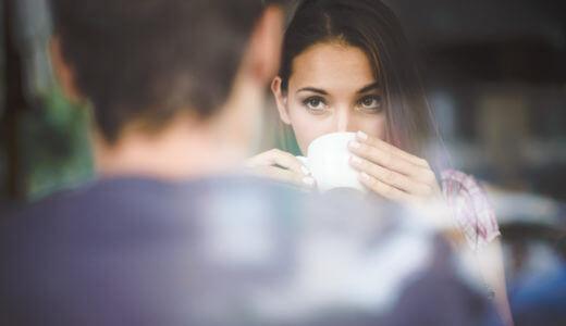 【デート編】女性が見せる仕草から読み解く脈ありサイン14選